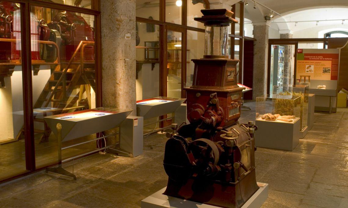 ¿Sabes cómo han cambiado los molinos para moler el trigo desde el neolítico hasta el sistema austrohúngaro? ©Pep Botey