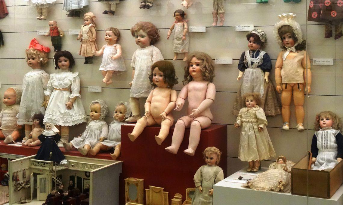 Sovint l'infant assimila el món de l'adult amb joguets com els que podem trobar al museu. Foto © MJC