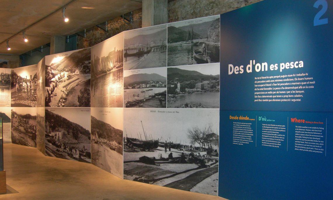 Vue sur le Domaine 2, avec des images historiques de ports et des plages de la Costa Brava.
