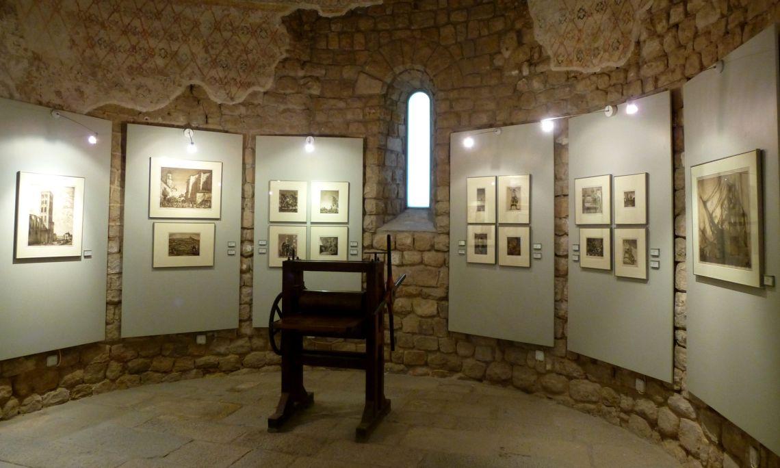A l'absis del museu s'exposa una selecció dels millors aiguaforts de l'artista.