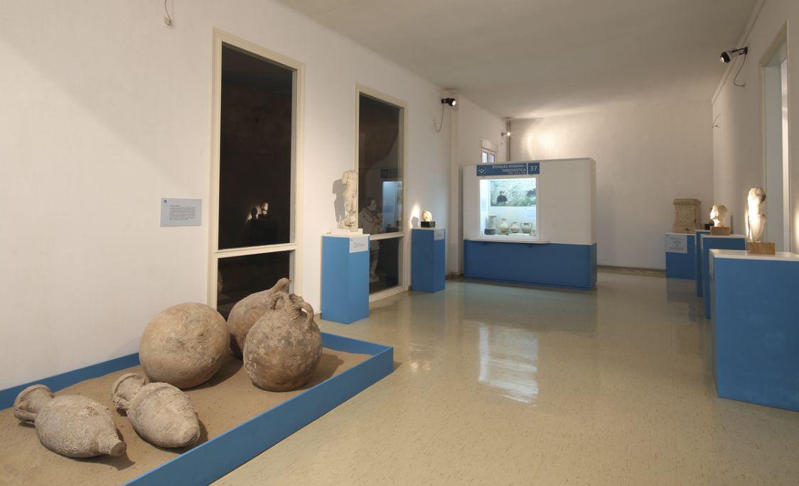 Sala d'exposició permanent del Museu d'Arqueologia Salvador Vilaseca. Àmbit del món romà.