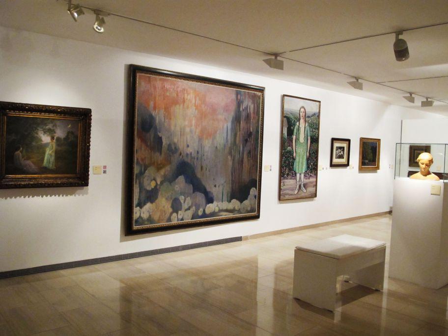 Vista general de la sala con las obras de Joaquim Mir y Marià Pidelaserra