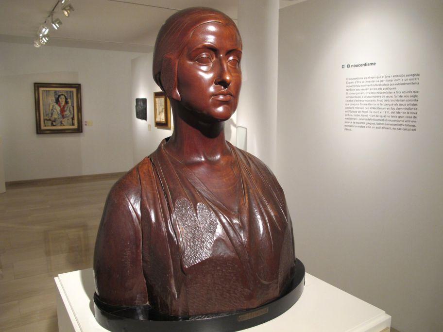 Escultura de Joan Borrell que ens presenta l'àmbit dedicat al noucentisme