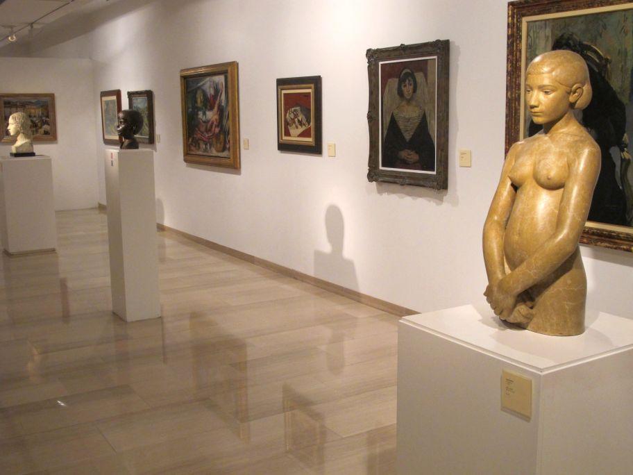 Vue générale de la salle avec les sculptures de Joan Rebull