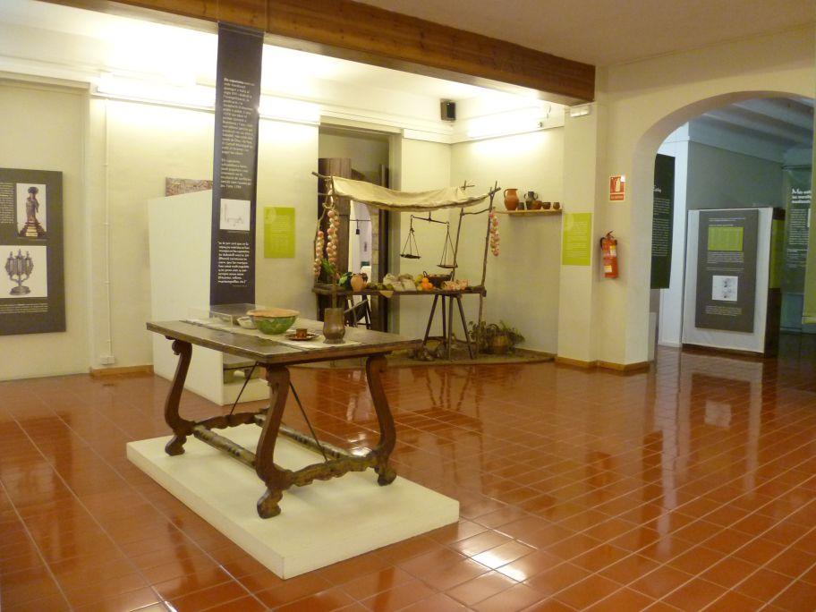 Vista general de la sala «Manufactura y menestrales. Sabadell del siglo xvi al xviii»