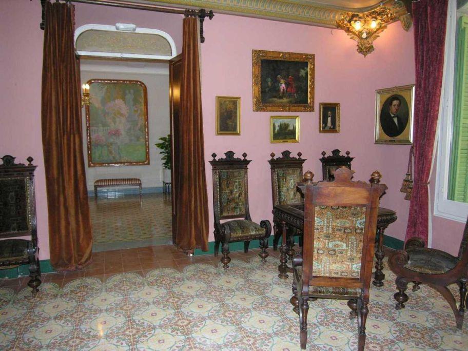 Le salon et le vestibule d'entrée. Photo: Musée de Terrassa