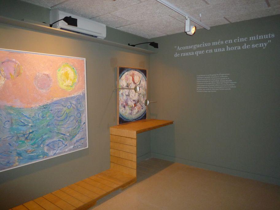 Muxart destaca la qualitat textural de la seva pintura com una dimensió espacial del color. Sembla que esculpeix els quadres