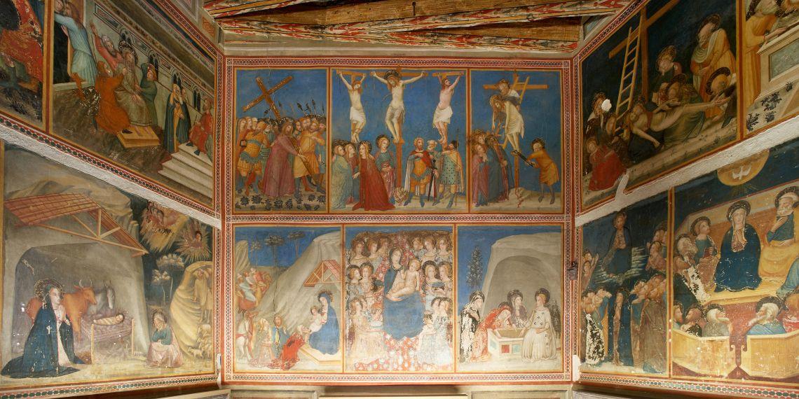 Detall frontal dels murals de la capella de Sant Miquel