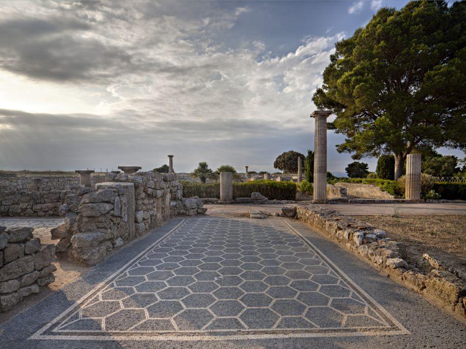 Vista de un mosaico romano bicromo de una de las estancias de la Domus de los Mosaicos
