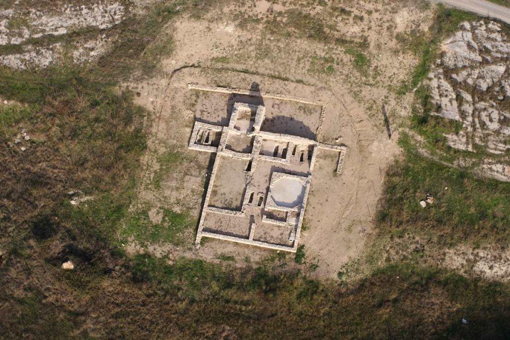 Vista aèria de la planta de l'església cristiana de Santa Magdalena
