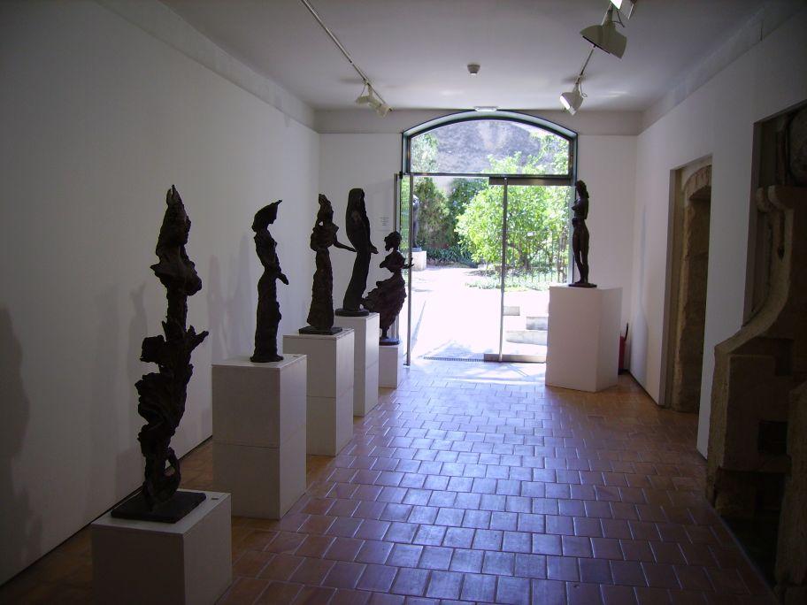 El Museu Apel·les Fenosa conserva originals en terra cuita i escultures en bronze de l'artista.