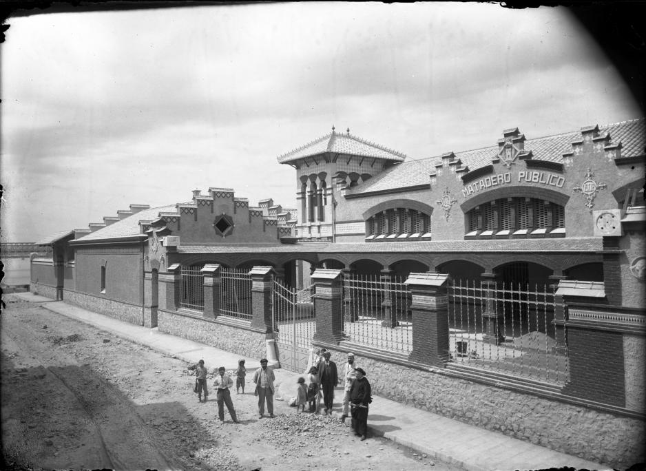 L'escorxador, poc després de finalitzada la seva construcció l'any 1908.