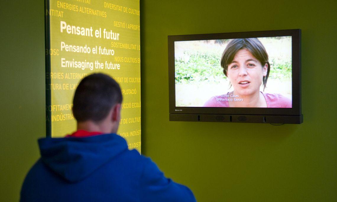 La sala donde finalizaremos la visita al MVR está llena de reflexiones para afrontar el futuro.