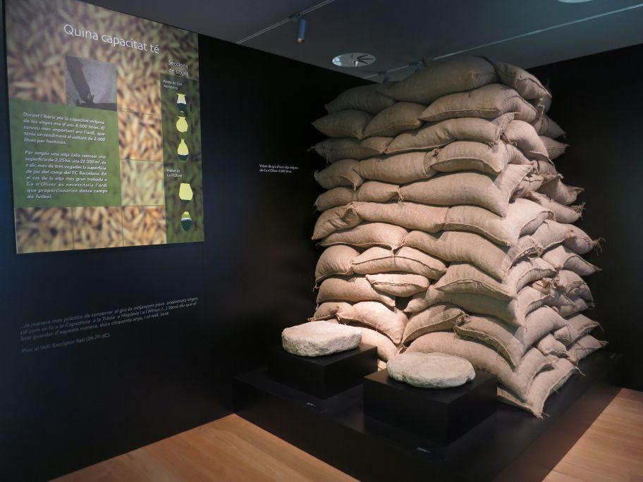 Detall dels sacs exemplificatius de la capacitat d'una sitja