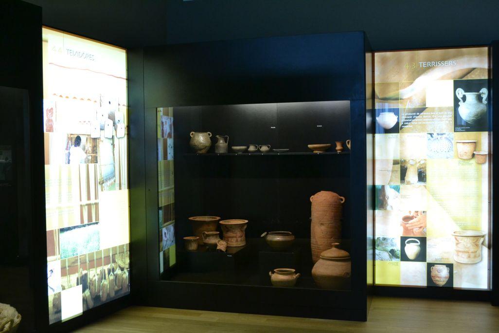 Plafons dels artesans i les teixidores, i conjunt de ceràmica