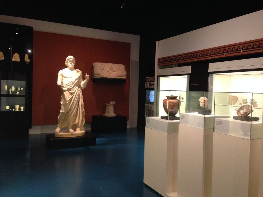 Llegan los griegos. Emporion nace a principios del siglo via.C. como un pequeño enclavamiento de mercaderes.