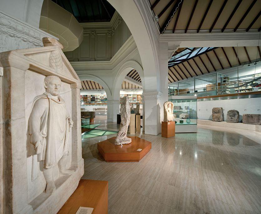 La romanització i la ciutat romana. La colònia romana de Barcino es va fundar a finals del segle I aC.