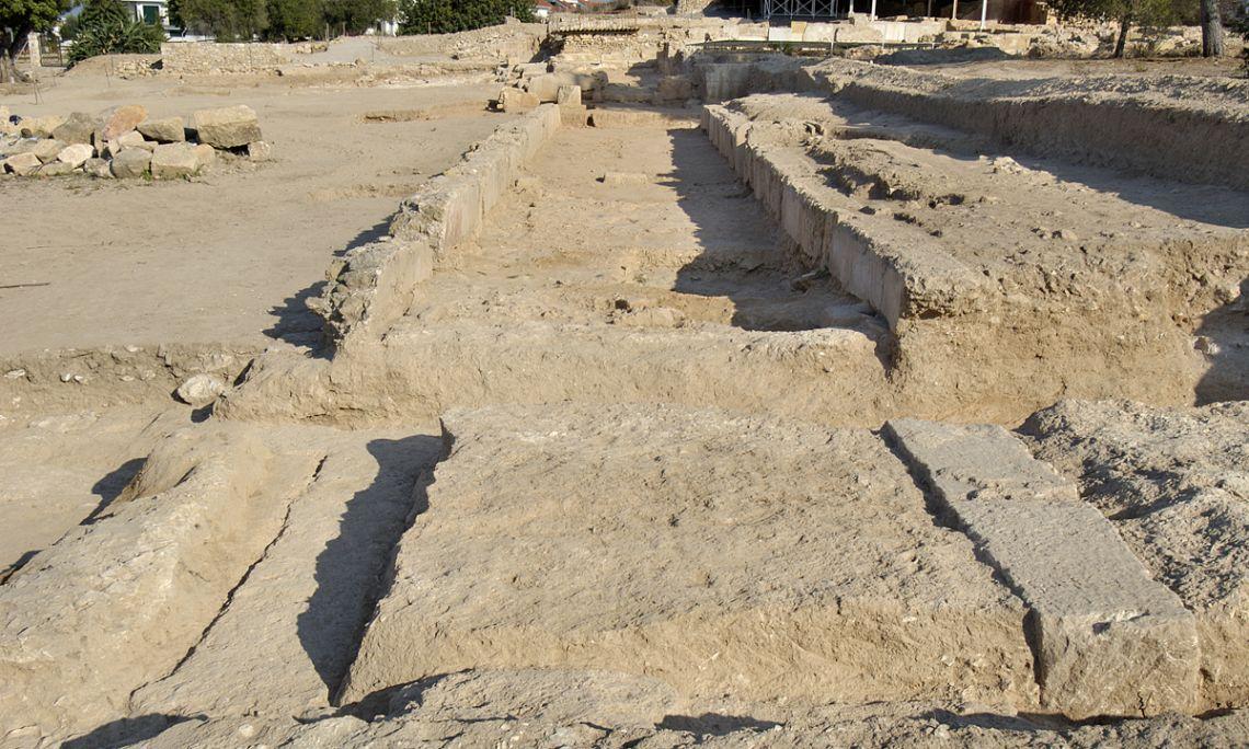 Vista general de les restes del mitreu de la vil·la dels Munts.