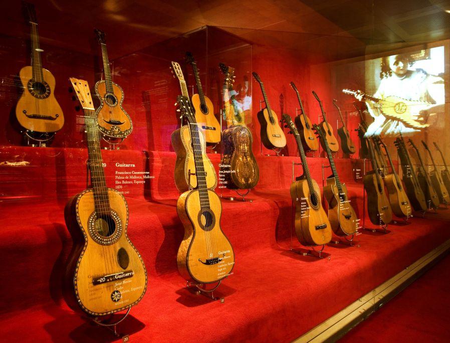 Col·lecció de guitarres del museu, considerada entre les millors del món. ©Museu de la Música. Foto: Rafael Vargas