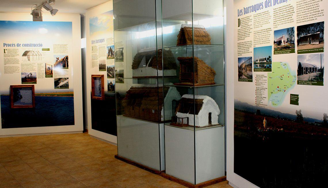 Ces baraques, construction populaire, millénaire et singulière, constituent l'un des symboles du delta de l'Èbre.