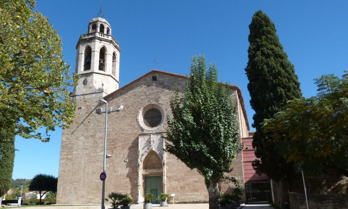Vuede la façade de l'église de Saint Esteve