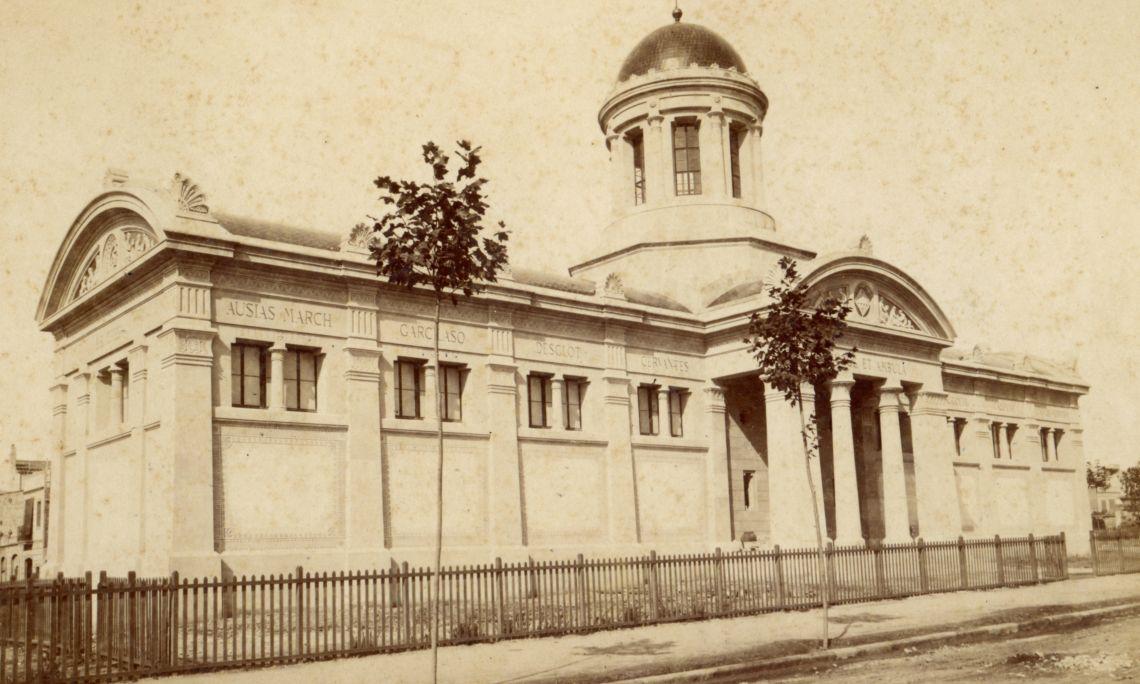Fotografia de la Biblioteca-Museu Víctor Balaguer poc després de la seva obertura al públic.