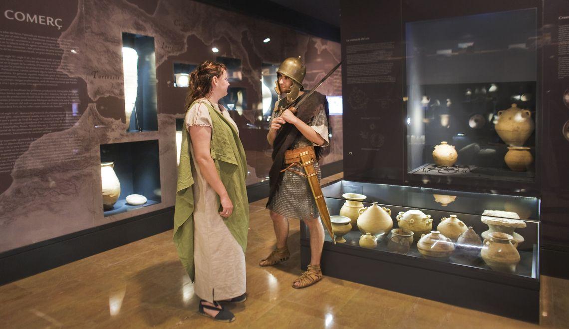 Els objectes ornamentals i les peces ceràmiques són representatius d'aquesta època.