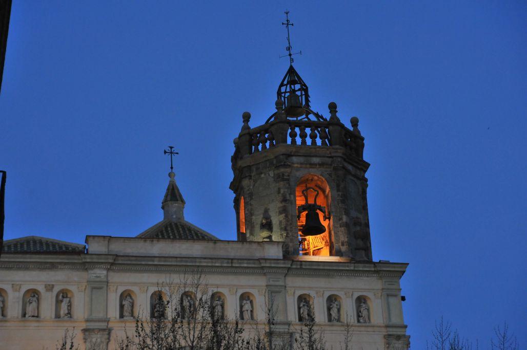 Fotografia de la façana i el campanar. Autor: Ramon Manent