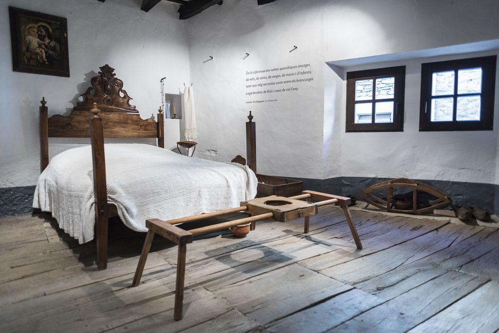 Dormitorio ambientado en la época de Verdaguer.