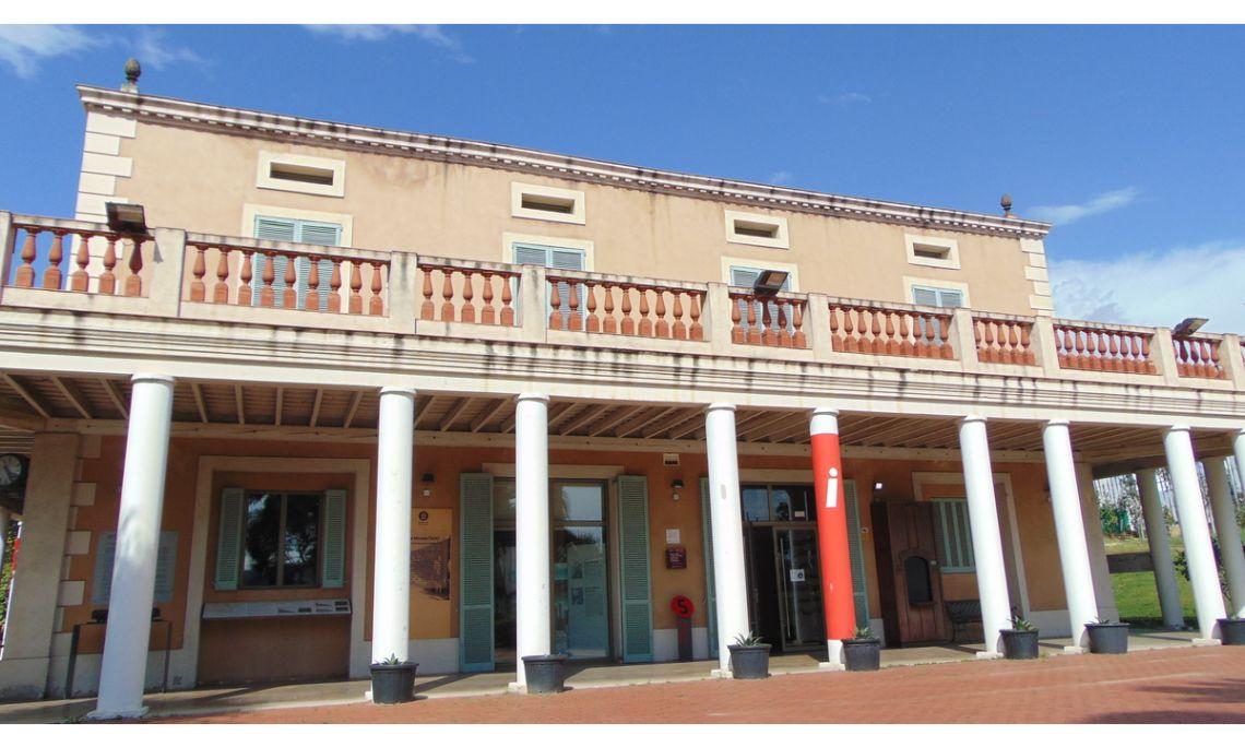 Sede y espacio de exposiciones temporales, Masía Can Serra, MhiC.