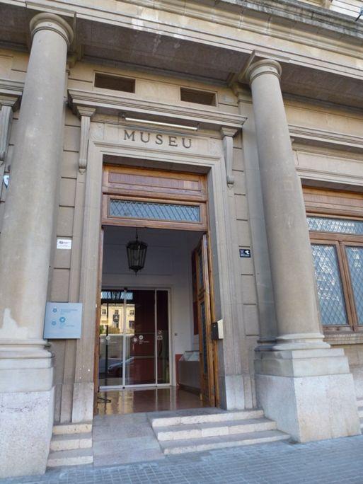 Entrada al Museu de Reus, que conté col·leccions d'art, història i etnologia.