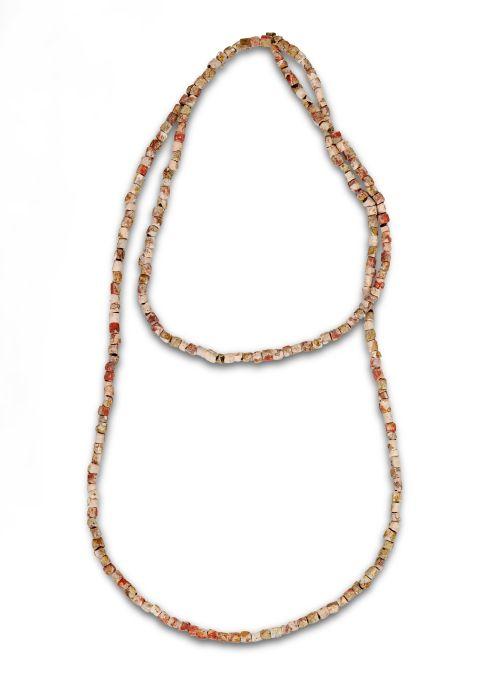 Collar de coral rojo, época neolítica (6200-5900a.C.). Yacimiento: Minas Prehistóricas de Gavà (Gavà)