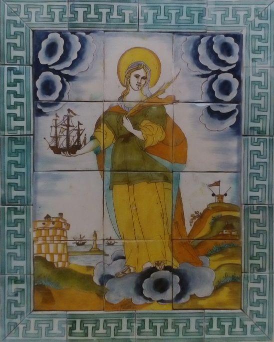 Plafón de cerámica en el que aparece Santa Madrona protegiendo la ciudad de Barcelona