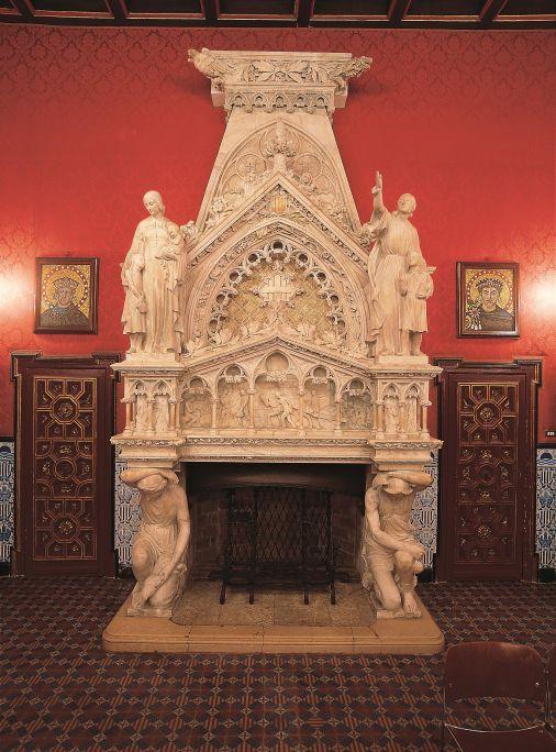 Xemeneia monumental del Palau de la Generalitat, Joan Rubió i Bellver (arquitecte autor del projecte) i Josep Maria Camps i Arnau (escultor), c. 1926, alabastre esculpit, amb aplicacions de policromia