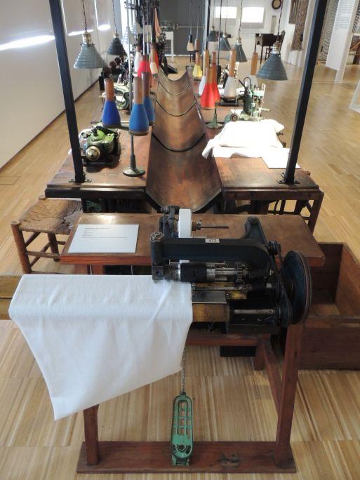 Table de confection Première moitié du XXe siècle Commercialisée par la filiale de maison Wertheim à Barcelone, appelée La Rápida SA Photo: Musée de Mataró