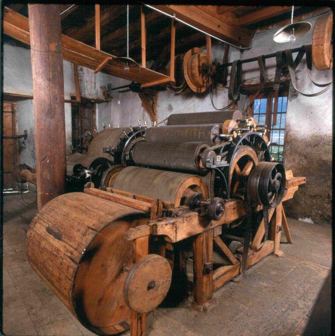 Les cylindres étaient pourvus de pointes fines en fer qui servaient à peigner la laine