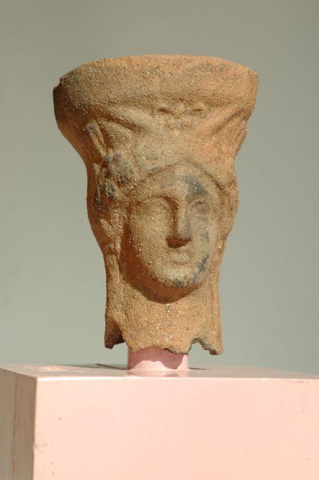 Peveter amb els atributs de la deessa Demèter