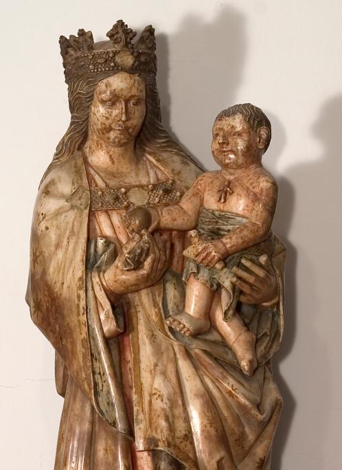 Marededéu, segle XV. Alabastre policromat, 108 x 40 x 33 cm. Pontós, Alt Empordà. Museu d'Art de Girona - Fons Diputació de Girona.