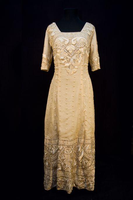 Vestit de seda de 1910-1914. Museu d'Arenys de Mar, núm. de registre 600. Fotografia d'Irene Masriera.
