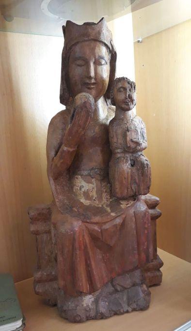 Mare de Déu Catalunya, segle XIII Fusta tallada, amb restes de policromia Centre Excursionista de Catalunya, Barcelona