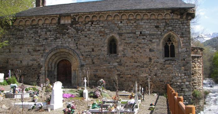 <p>La fa&ccedil;ana sud de Sant Joan destaca per l&rsquo;abund&agrave;ncia d&rsquo;elements escult&ograve;rics.</p>