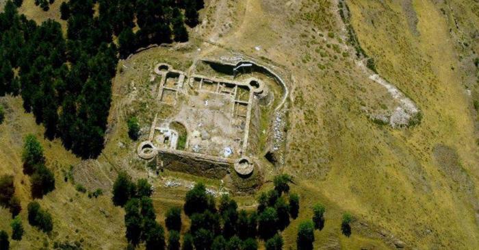 <p>Jaciment del castell de Llívia</p>