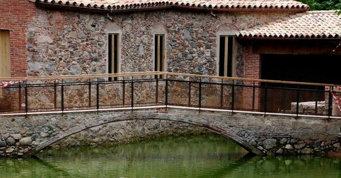 <p>La Farga del Roquer es uno de los mejores testimonios de la primera industrializaci&oacute;n en el Montseny. Est&aacute; ubicada en el centro de Arb&uacute;cies y vinculada a la oferta patrimonial del Museo Etnol&oacute;gico del Montseny.</p>