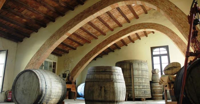 <p>El Museo Agr&iacute;cola se encuentra en la antigua bodega de la Cooperativa Agr&iacute;cola de Cambrils, obra de Bernard&iacute; Martorell.</p>
