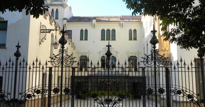 <p>Fa&ccedil;ana posterior i pati de la Casa Alegre de Sagrera. Foto: Museu de Terrassa</p>