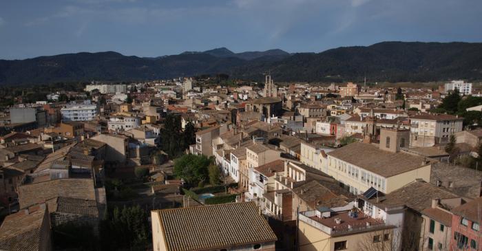 <p>Vista de la vila de Banyoles des de dalt del campanar de l&rsquo;esgl&eacute;sia del monestir de Sant Esteve de Banyoles</p>