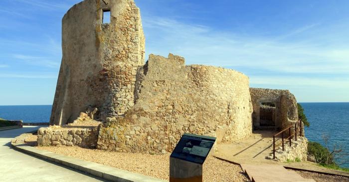 <p>Vista exterior del castell de Sant Esteve de Mar.&nbsp;Fotografia de Jordi Gili.</p>