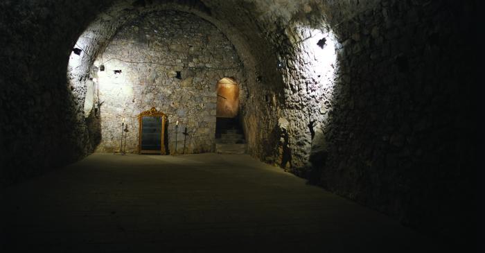 <p>Carbonera y cisterna del antiguo convento de Sant Antoni de frailes capuchinos, siglo xviii, en la parte m&aacute;s antigua del edificio, el s&oacute;tano, anterior a 1762</p>