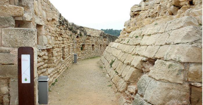 <p>El castillo de Solivella se encuentra en la parte m&aacute;s alta de la poblaci&oacute;n, dominando gran parte del t&eacute;rmino.</p>