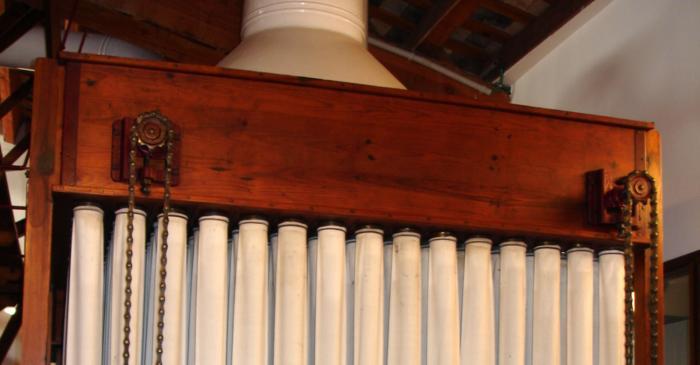 <p>Recolector de mangas para al filtrado de la harina. Foto: Fondo EFCE.</p>